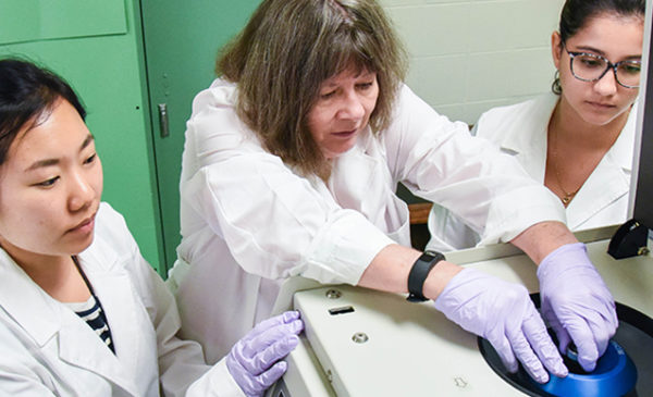 Laurie Quinn in lab