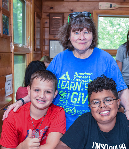 Laurie Quinn with campers in cabin