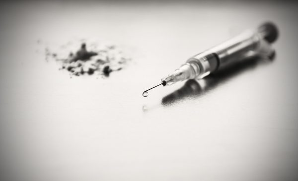 Needle used for intravenous drug injection