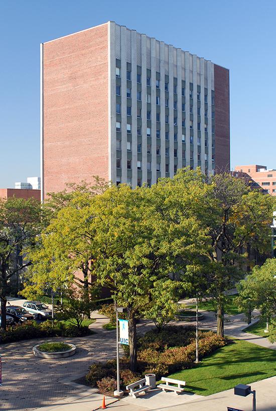 Exterior of UIC College of Nursing building in Chicago